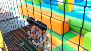 韓国の子とテレビゲーム
